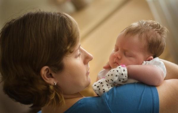 Фотография мамы и новорожденного