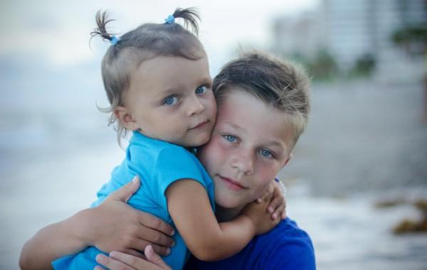 Красивое фото брата и сестры