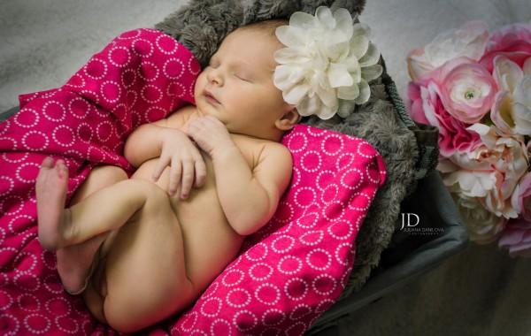 Фотосессия новорожденного младенца
