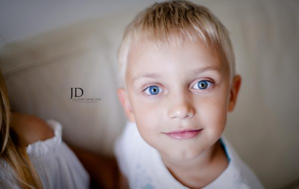 Удивительно красивый мальчик